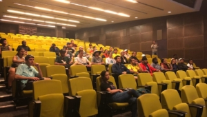 Dr. Grobbelaar gives presentation to students from San Francisco University